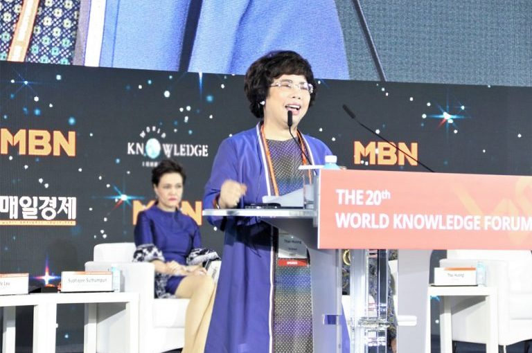 Ms. Thai Huong received the ASEAN Empowering Women Award at the World Knowledge Forum 2019