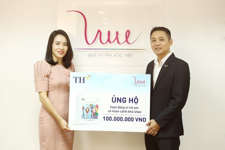 For Vietnamese Stature Foundation receives 100 million VND from TH Group to support students in difficult circumstances