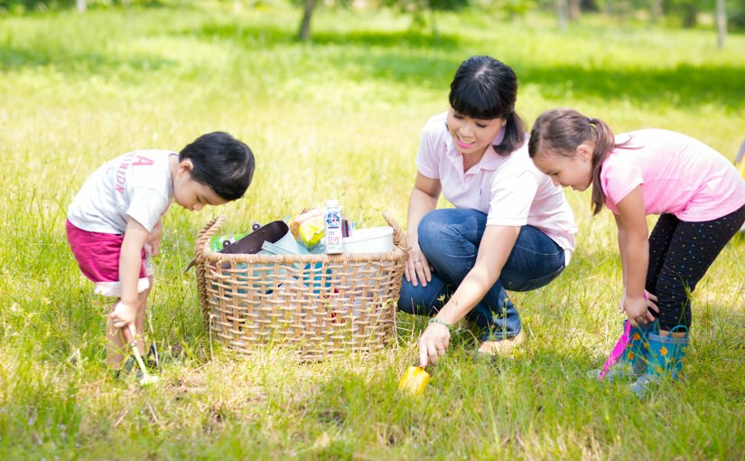 HELPING CHILDREN DISCOVER NATURE